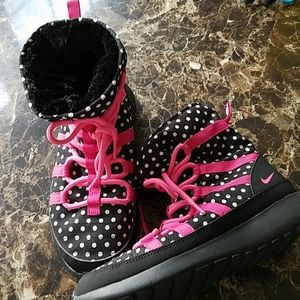 Nike Girls boots 4.5 youth black pink winter